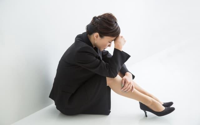 足の臭いを気にする女性